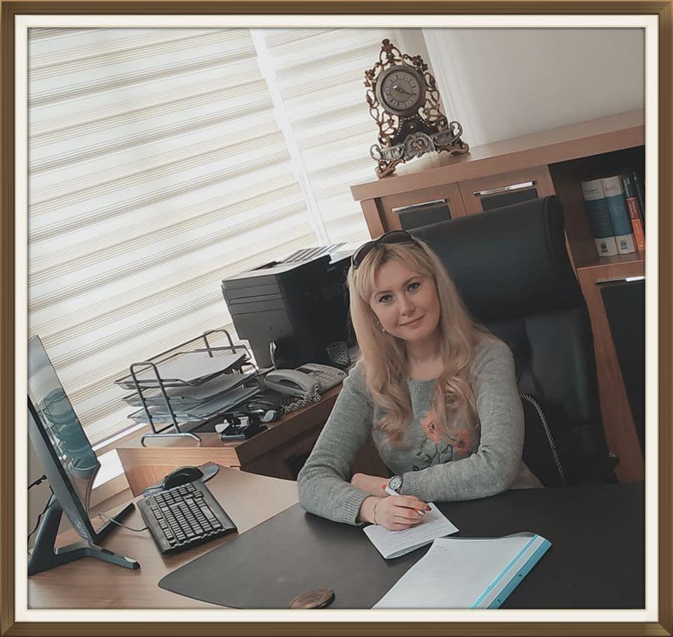 Руководитель онлайн центра и ведущий преподаватель турецкого языка Лейла Биргюль Сарыкая